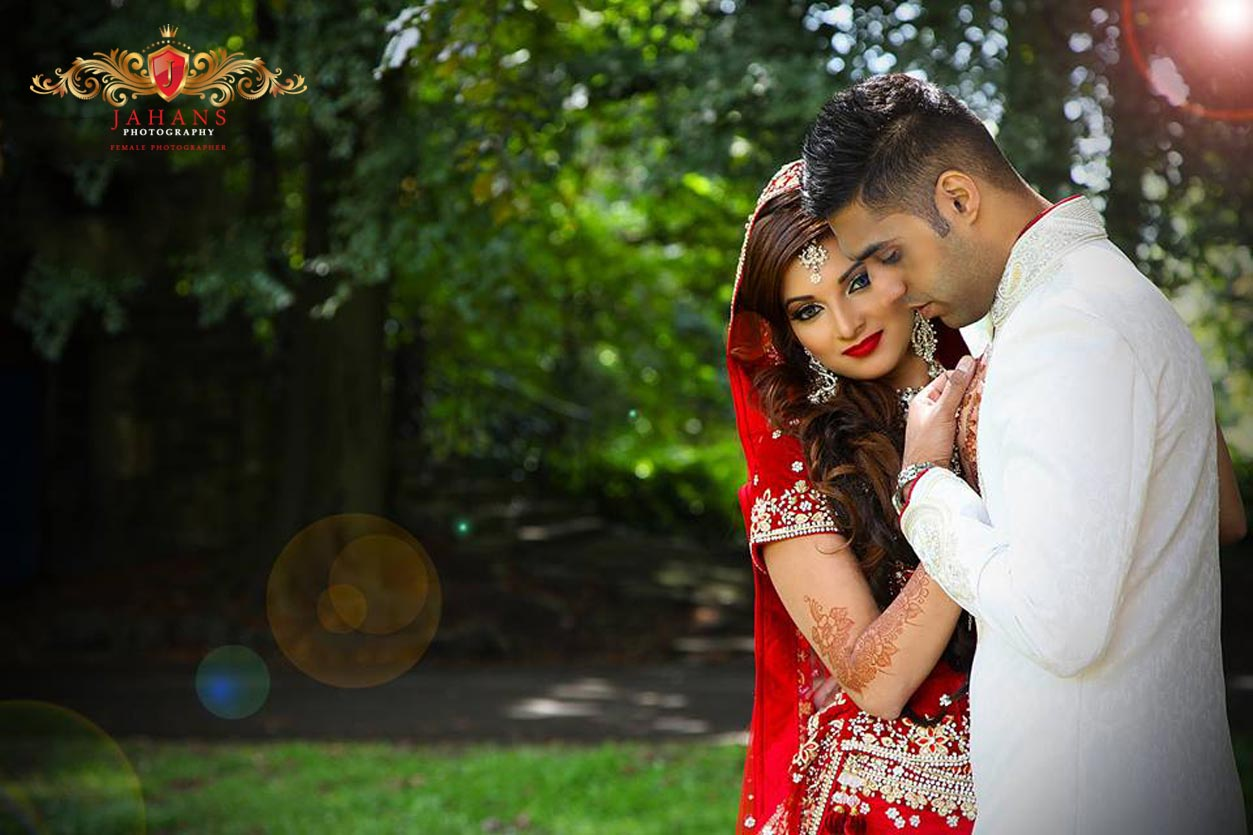 Newly wed asian couple bridal photograph